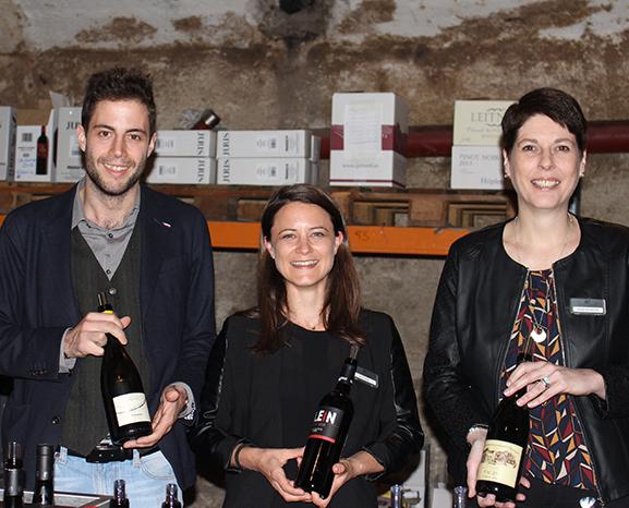 Präsentierten edle Weine: v.l. Philipp Nocker von der Kellerei Andrian und Astrid Zobl sowie Silvana Schaffler von Gottardi & Partner.