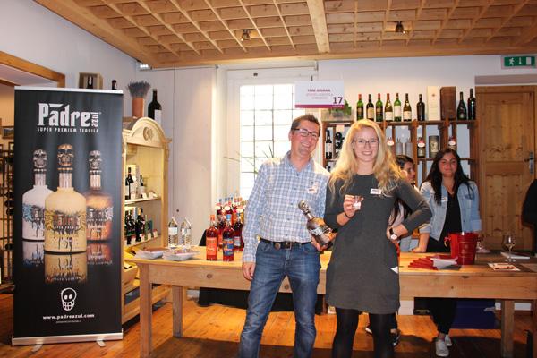 Tequilaaa mit Style von Padre schenkten Gottardi Diplomsommelier Jürgen Wieländer und Gottardi-Next-Generation Elisabeth Gottardi aus.