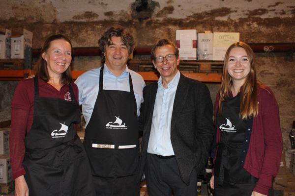 Aus dem Süden Frankreichs angereist: das Team der Domaine Montlobre mit Grit Knebel, Patrizio Massaro und Morgane Le Breton mit Gastgeber und Weinexperte Alexander Gottardi.