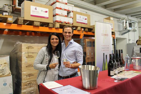 Wieder mit von der Partie: Das Weingut Allram, vertreten durch Lorenz Allram mit Verkosterin und Helferin Claudia Schneider, Gottardi Weinberaterin der Vinothek in der Heiliggeiststraße 10.