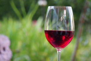 Einschenken und genießen: Weine aus der Toskana.
