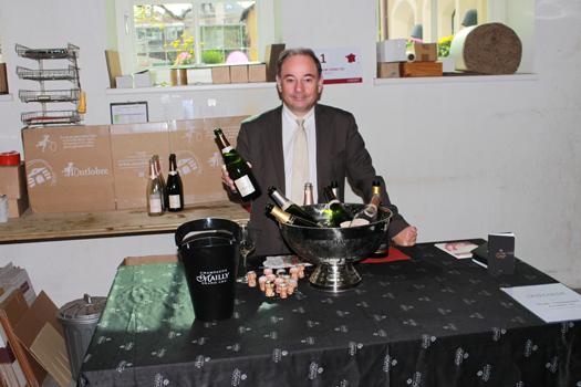 Beschwerte den Weinfreunden einen prickelnden Empfang: Jean-Francois Preau.
