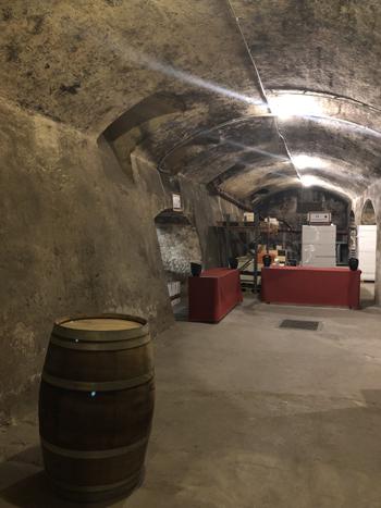 Auch im Keller steht alles bereit - hier sammeln sich zum Schluss die meisten Weinfreunde für edle Weine aus Frankreich.