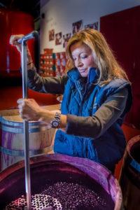 Cristina Forner im Weinkeller der Bodega Marqués de Cáceres.