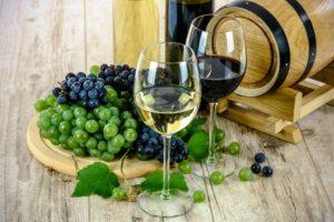 Gläser mit Süß- und Dessertweinen zur Verkostung © Pixabay