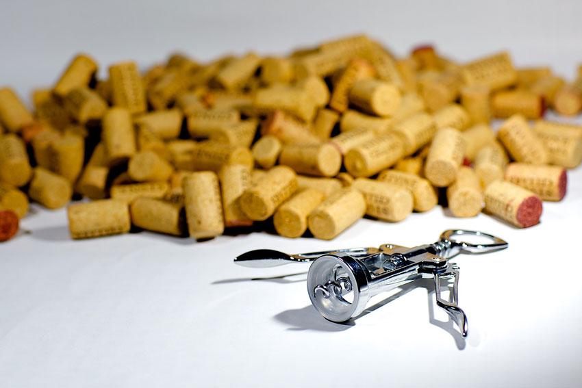 Viele Korken bleiben nach vielen Verkostungen auf der Suche nach dem richtigen Wein.