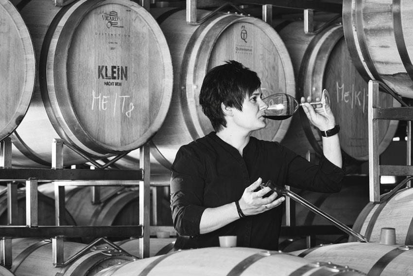 Jaqueline Klein im Weinkeller.