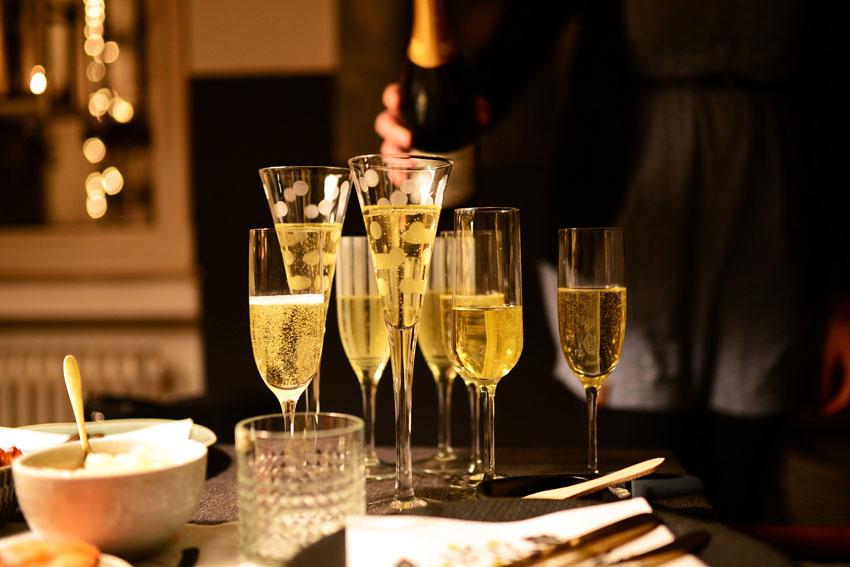 """Perfekt als Aperitif und natürlich auch zur Begleitung leichter Speisen und dem """"Gruß"""" aus der Küche: edler Champagner von Mailly."""