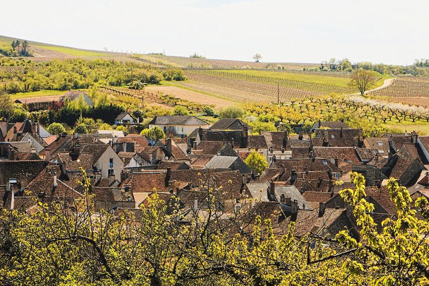 Schlösser, aber auch kleine charmante Dörfer verbindet man mit dem Weinland Frankreich.