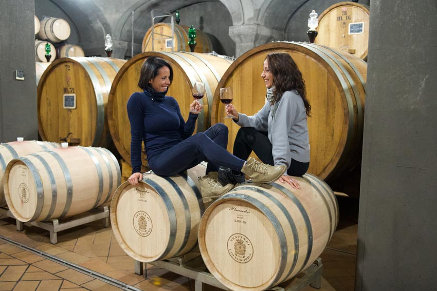 Laura und Lucia Ciacci im Weinkeller der Tenuta di Collosorbo.
